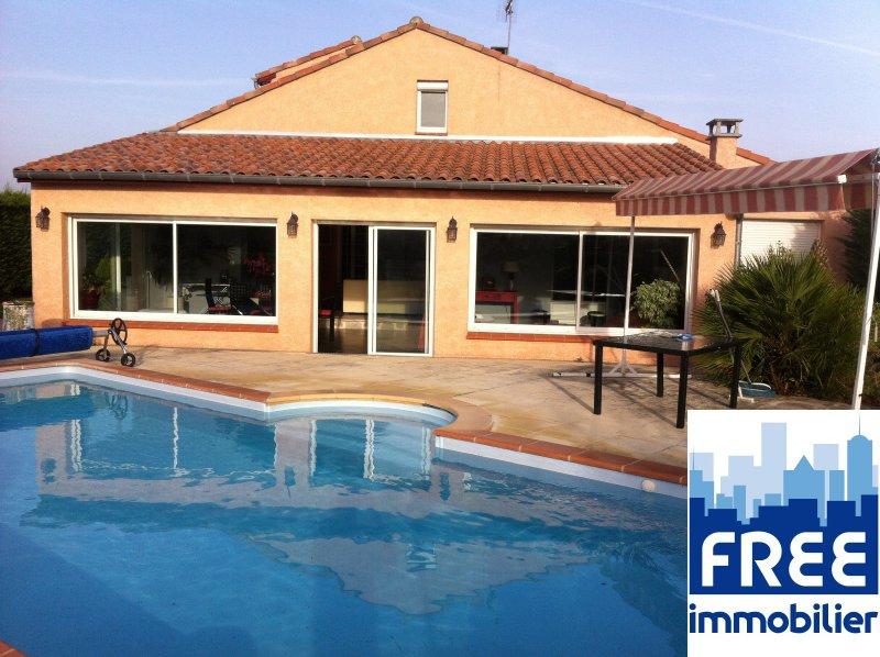 Vente villa 6 7 pieces de 230 m avec piscine et garage de for Vente de bien immobilier atypique